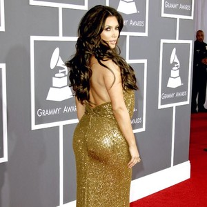 Dijual Celana Pendek untuk Bikin Bokong Persis Seperti Kim Kardashian