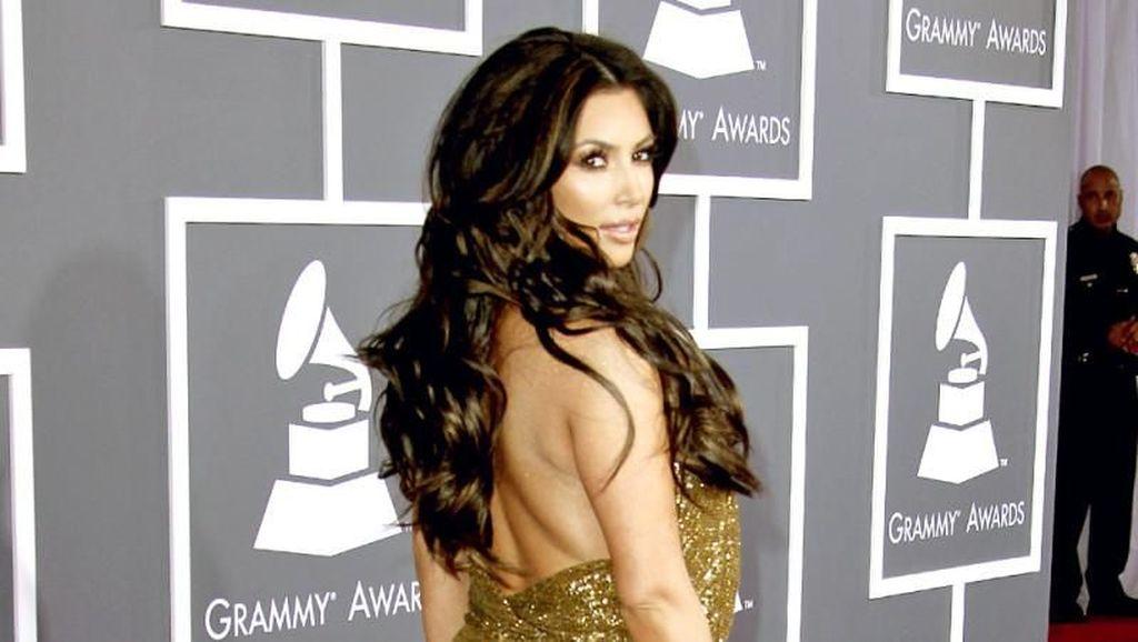Unggah Foto Minum Jus Nanas, Kim Kardashian Suruh Netizen Cek Khasiatnya di Google