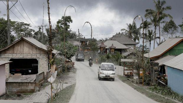 Gunung Agung Meletus, Ini Peringatan untuk Wisatawan di Bali