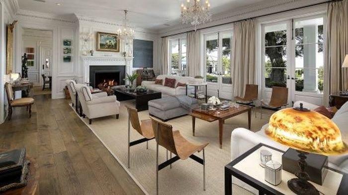 Rumah 10.000 meter persegi Lowe memiliki 20 kamar dan terletak di atas tanah seluas 3,4 hektar. Istimewa/CNBC.com.