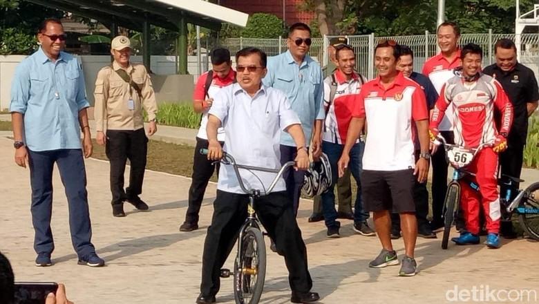 JK dan Anies Jajal Naik BMX di Venue Asian Games Pulomas