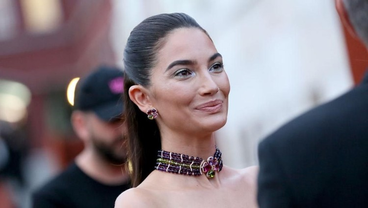 Happy-nya Model Victorias Secret Lily Aldridge Hamil Anak Kedua