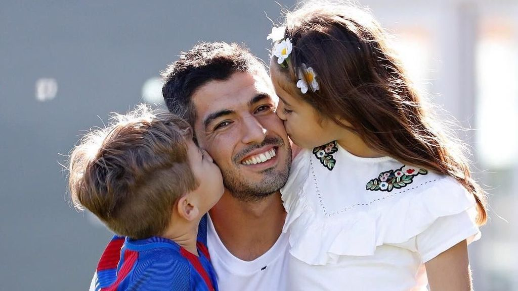 Foto: Sisi Lain Striker Ganteng Uruguay Luis Suarez yang Bikin Hati Meleleh