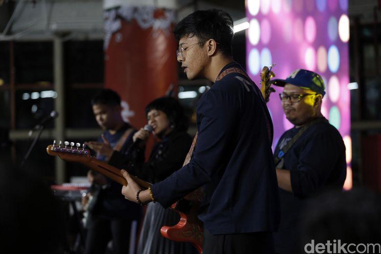 NEV+ Dea membuka malam di acara Kumpul ID, Kuningan City, Jakarta Selatan pada Jumat (29/6).