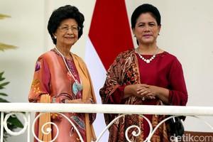 Suasana Hangat Ibu Negara Iriana dan Siti Hasmah