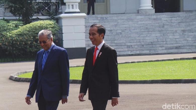 Jokowi Sambut Langsung Mahathir di Istana Bogor
