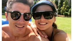 Anna Stachurska merupakan istri Robert Lewandowski, penyerang Timnas Polandia di Piala Dunia 2018. Selain cantik, Anna punya body goals lho. Lihat yuk!