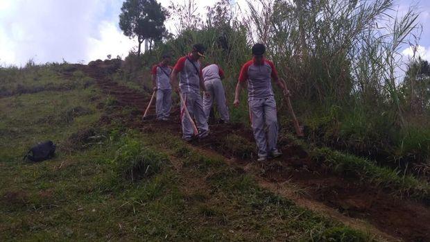 HUT Bhayangkara, Siswa Sespim Polri Revitaslisasi Hutan Wisata