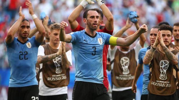 Diego Godin sukses mengalah pertahanan Uruguay untuk tidak kebobolan di babak penyisihan grup.