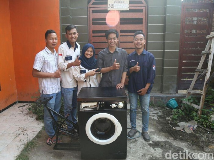 Mahasiswa UMM ciptaka mesin cuci gowes/Foto: Istimewa