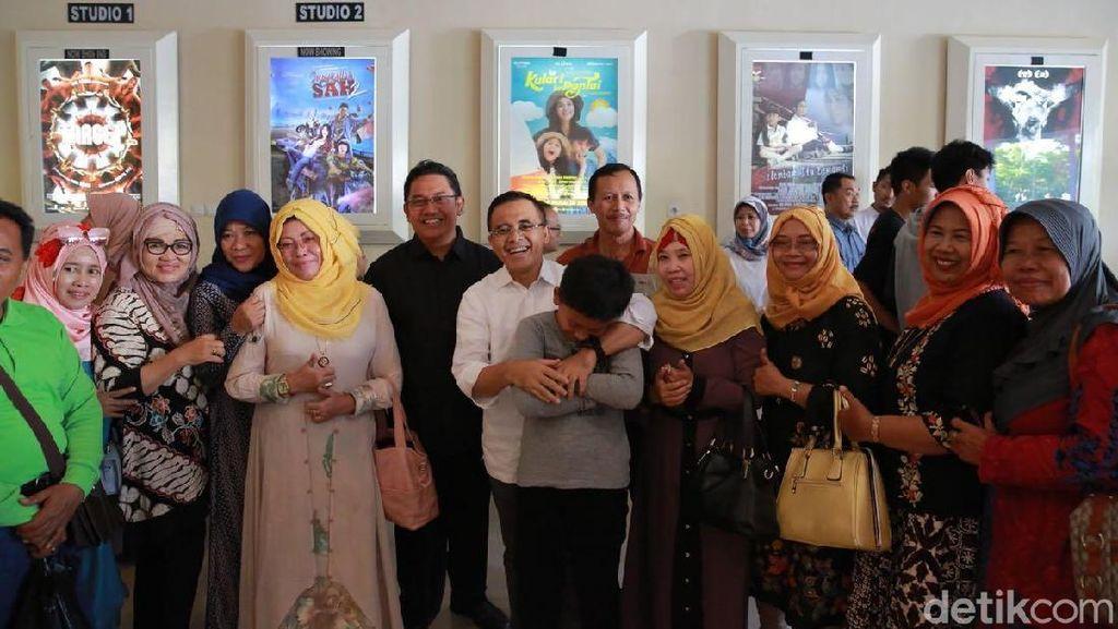 Bupati Anas Ajak Warga Nonton Bareng Film Kulari ke Pantai