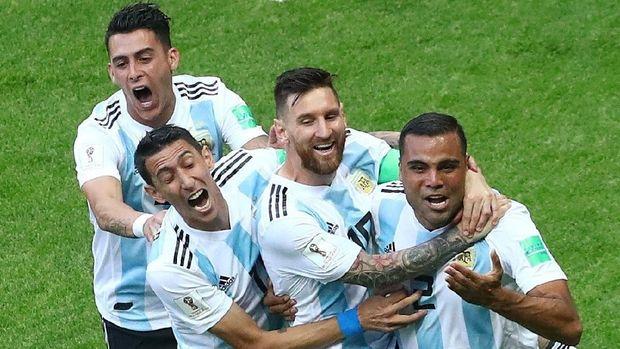 Timnas Argentina ketika merayakan gol kedua ke gawang Prancis.