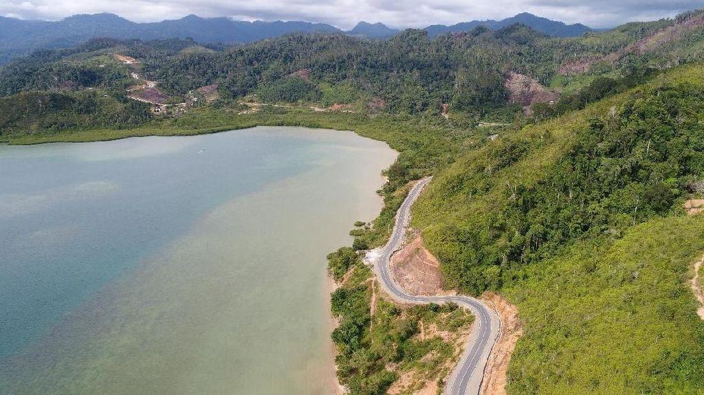 Mulus Nian Jalan ke Lokasi Wisata Raja Ampatnya Sumatera