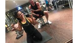 Striker Timnas Polandia, Robert Lewandowski punya istri yang gila olahraga. Tak jarang ia pun memanfaatkan waktu untuk berolahraga bersama. Duh, mesranya.