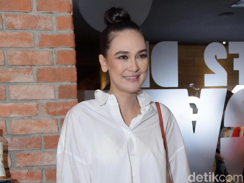 Syuting, Luna Maya Tak Hadiri Pesta Nikah Dimas-Nadine di Lombok