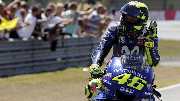 Valentino Rossi menabrak Jorge Lorenzo karena Lorenzo tiba-tiba kehilangan kecepatan.