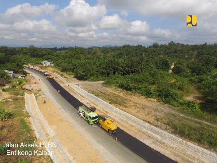 Adapula Jalan Nasional Sofi-Wayabula, Jalan Nasional Tapan-Batas Bengkulu, pembangunan jalan perbatasan di Provinsi NTT, pembangunan jalan trans dan perbatasan Papua, dan pembangunan jalan perbatasan Kalimantan Barat. Foto: Dok. Kementerian PUPR