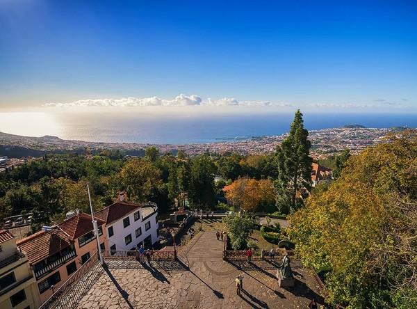 Selain punya alam yang indah, Pulau Madeira juga memiliki bangunan-bangunan berarsitektur khas kolonial. Gang-gang di sana juga terlihat instagramable dengan hiasan visual kuno. Foto: (Visit Madeira/Facebook)