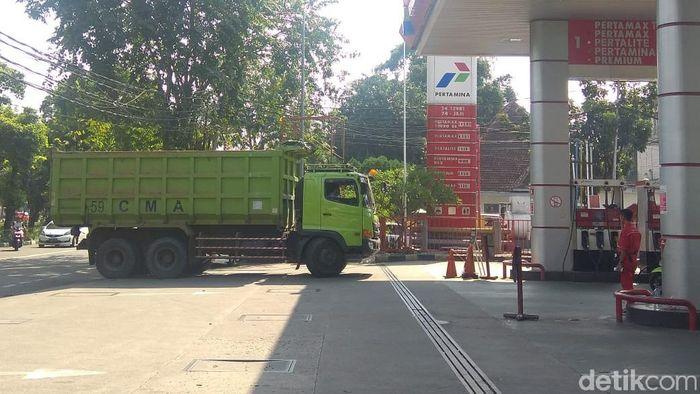 Dikutip laman Pertamina, Minggu (1/7/2018), harga Pertamax di Jakarta per 1 Juli sebesar Rp 9.500 per liter. Foto: Trio Hamdani