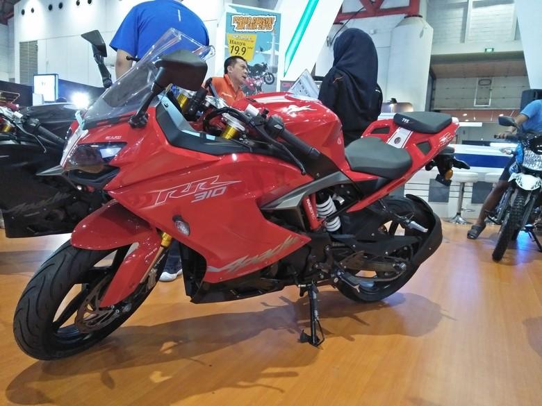 TVS Apache RR 310, hasil kolaborasi dengan BMW Motorrad bermesin 313 cc satu silinder. Foto: Ruly Kurniawan