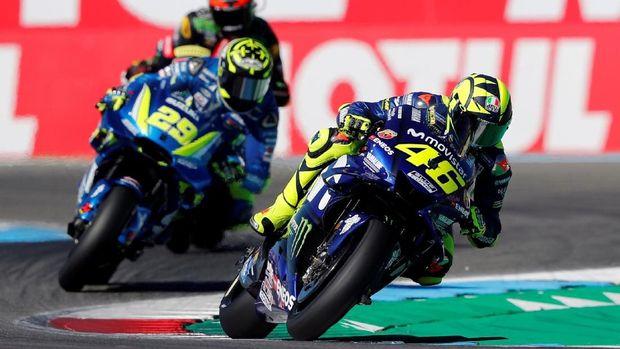 Valentino Rossi berada di rombongan depan dan terlibat dalam duel-duel sengit sepanjang MotoGP Belanda.