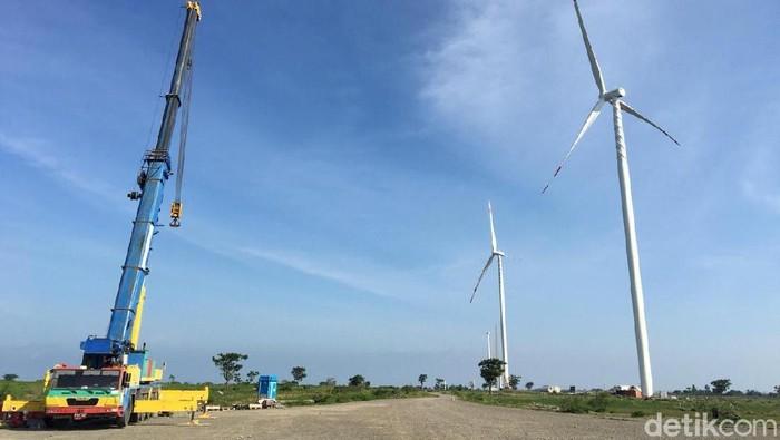 Proyek PLTB atau kebun angin raksasa yang berada di Desa Lengke-lengkese, Kecamatan Binamu, Kabupaten Jeneponto bakal rampung. Ini foto-fotonya.