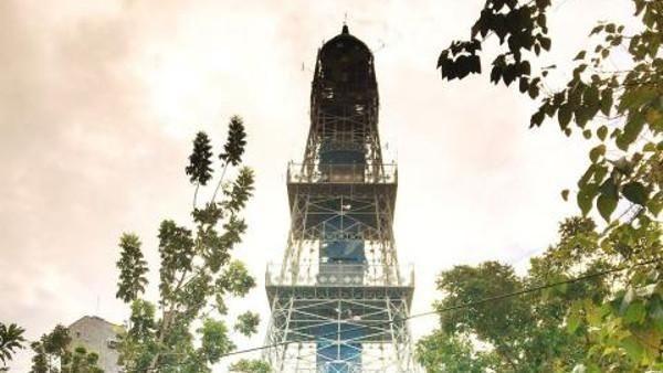 Menara Pakaya Limboto jadi salah satu objek wisata andalan Gorontalo. Bentuknya menyerupai Menara Eiffel di Paris. (Maulana Nugraha/dTraveler)