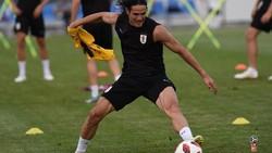 Cavani selalu bekerja keras dalam menjaga kebugaran fisiknya. Terbukti dari otot kekar dan kemampuannya mencetak dua gol kalahkan Ronaldo di Piala Dunia 2018.