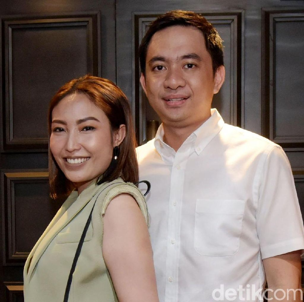 Couple Goals, Ayu Dewi dan Regi Datau