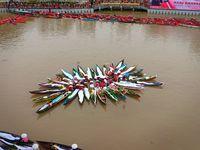 Bentuk Merah Putih Raksasa di Sungai, 338 'Acil' Catatkan Rekor MURI