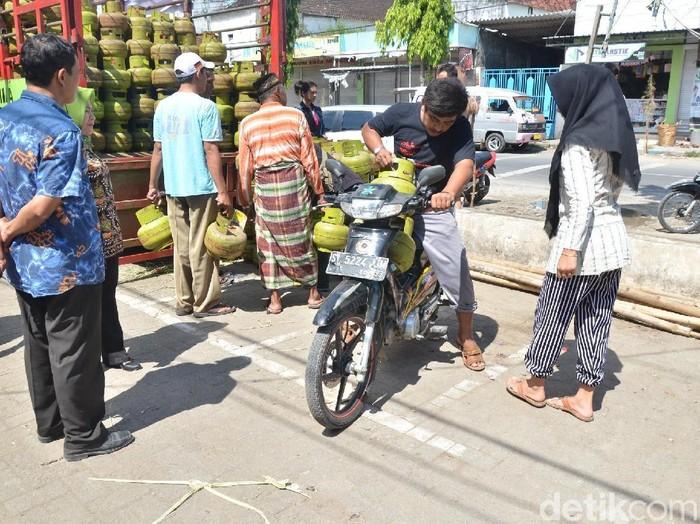 Kebutuhan elpiji 3kg di Lamongan meningkat/Foto: Eko Sudjarwo