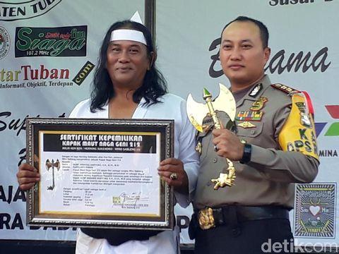 Kapolres Tuban terima kapak geni dari Wiro Sableng/
