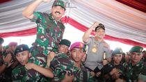 Foto: Keakraban Polri-TNI Rayakan HUT Bhayangkara di Jayapura