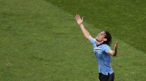 Edinson Cavani ketika merayakan gol ke gawang Portugal.