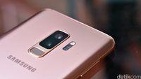 Samsung Galaxy S9+ dalam warna sunrise gold.