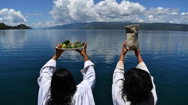 Muasal Mistis Hidup di Tengah Masyarakat Indonesia [emb]