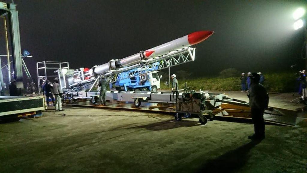 Roket MOMO-2 milik perusahaan Jepang Interstellar Technologies kehilangan tenaga setelah lepas landas, jatuh dan meledak. (Foto: Facebook Interstellar Technologies)
