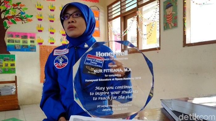Nur Fitriana, guru SD N Deresan, Sleman yang ikut pelatihan astronaut di USSRC, Amerika Serikat. Foto: Ristu Hanafi/detikcom
