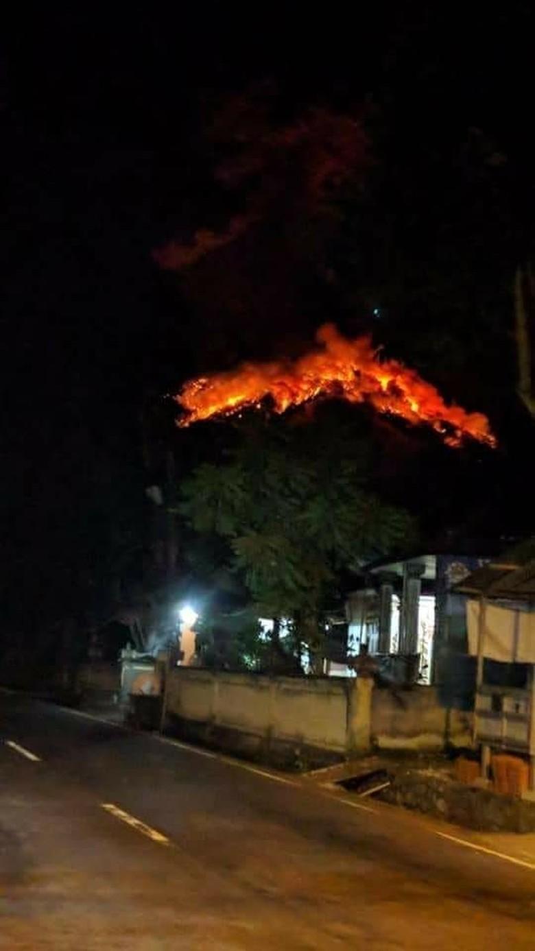 Gunung Agung Meletus, Lava Terlontar 2 Km dan Membakar Hutan