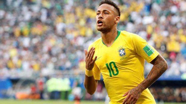 Neymar mengecat rambutnya menjadi hitam jelang Brasil vs Meksiko.