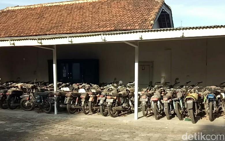 Koleksi Motor Tua Raja Sengon Banyuwangi. Foto: Ardian Fanani