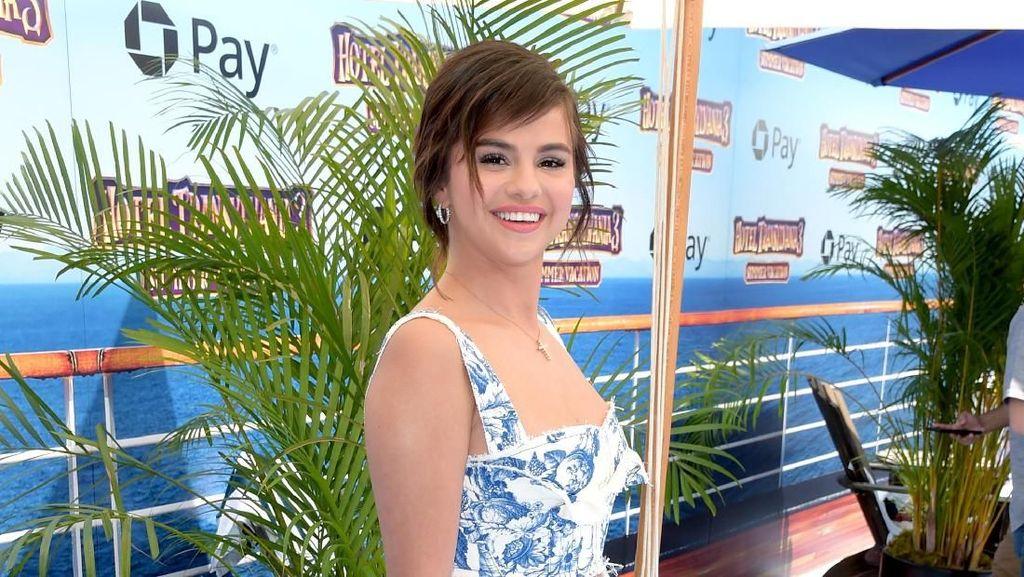 Alasan Selena Gomez Tak Suka Dipuji Cantik