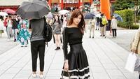 Gaya Saby saat berlibur di Japan. Foto: Dok. Instagram/sabrinachairunnisa_