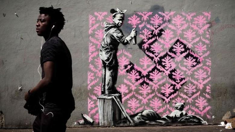 Dalam Gambar: Banksy Sang Misterius Akhirnya Menjamah Jalanan Paris