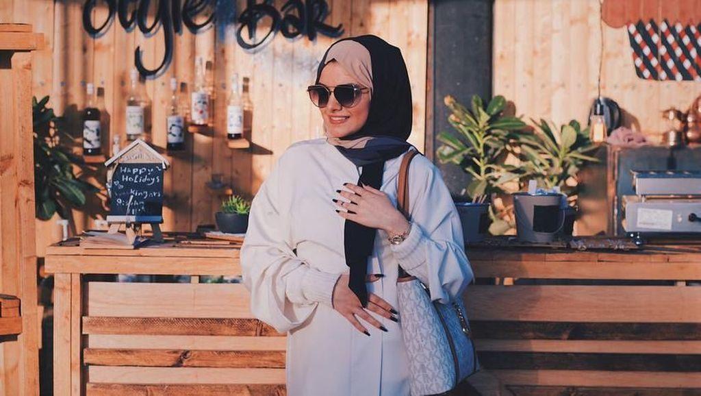 Foto: Gaya Hijabers Arab Cantik yang Ngerap Rayakan Izin Mengemudi