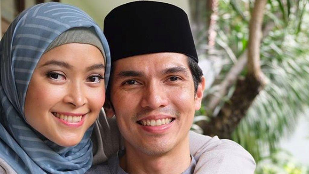 Kemesraan Adrian Maulana dan Dessy yang Sudah Menikah 17 Tahun