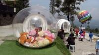 Foto: Selain itu, ada enam spot berbayar seperti balon dan bubble ukuran besar serta kecil. Untuk spot berbayar ini sekali foto masing-masing Rp 5.000. (Eko Susanto/detikTravel)