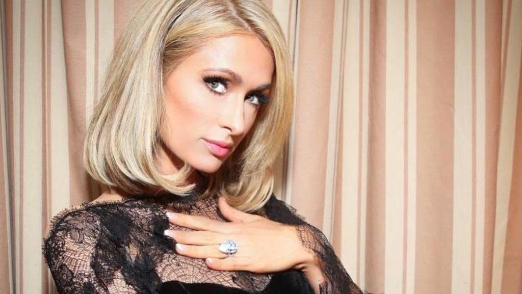 Sebelum Tidur, Paris Hilton Rawat Wajah dengan 10 Langkah