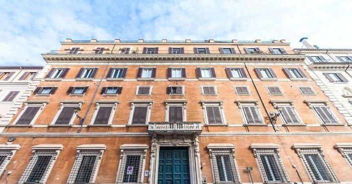 Kediaman seluas 18.000 kaki persegi ini dikenal sebagai 'Palazzetto' yang terletak di Piazza, Campitelli. Mansion ini tak jauh dari Colosseum yang bersejarah. Istimewa/CNBC/Society Group PR.