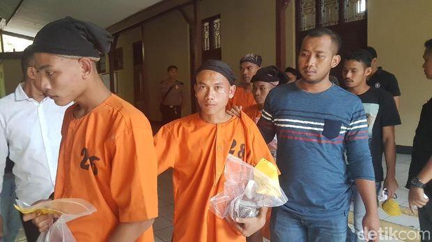 Tersangka pelaku pelemparan batu dari atas jembatan Tol Tangerang